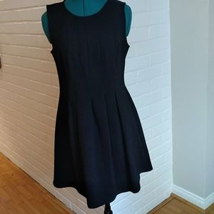 Dresses & Skirts - Stretchy little black dress size large